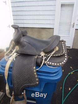 VINTAGE LEATHER WESTERN HORSE SADDLE Black TOOLED With BELLY BELT 14