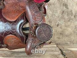 Vintage BigHorn Saddle 16in Beautiful Tooled leather with horse head design WOW